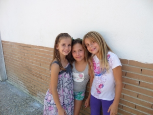 Savannah with Ava and Ester on the first day of school. Sweet kids.