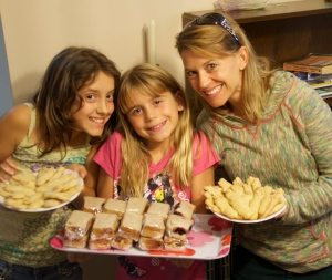 Sky, Savvy and Leslie with our PB&J and cookies