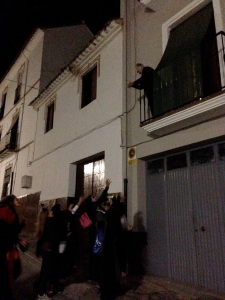 "Truco o trato.  ""trick or treat""  Here is a neighbor throwing chestnuts to the kids."