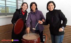Maria, Juani and Maria José making hot chocolate