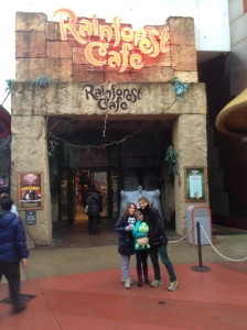 Rainforest Cafe. Look, no line!